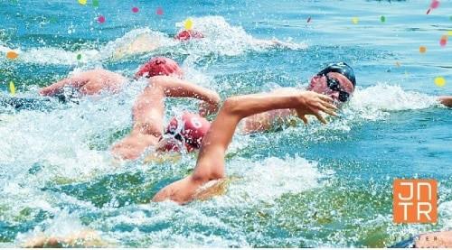 Smit's Bouwbedrijf sponsor van zwemfestijn Stichting OZW Merwedekanaal